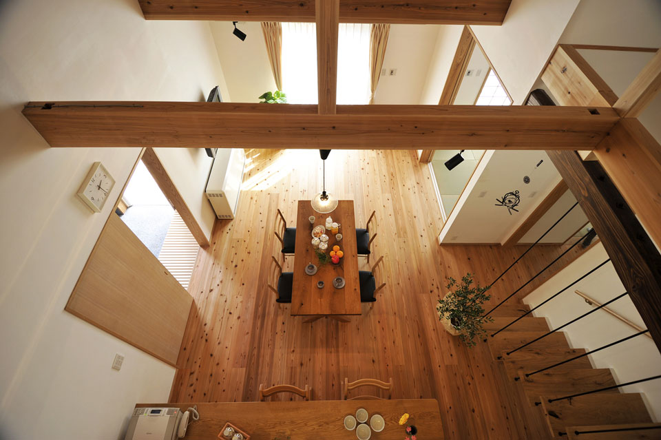 家族のつながりと自然素材を愛する、家具職人さんの家